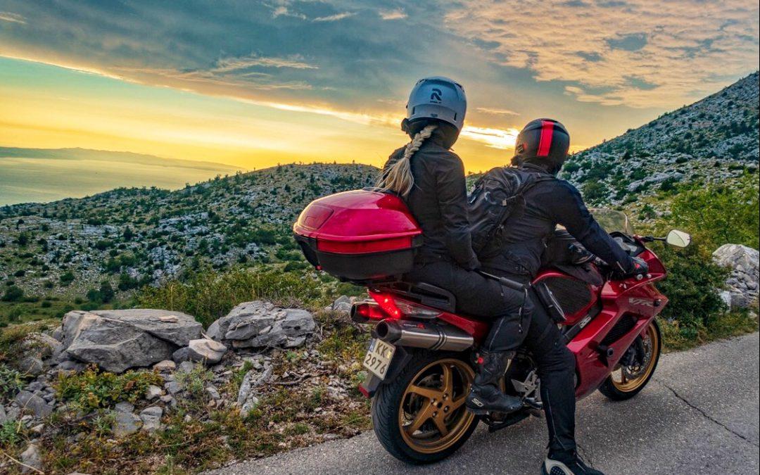 """""""UniRider"""" – ubezpieczenia dla posiadaczy motocykli, motorowerów i skuterów i ich plecaczków"""